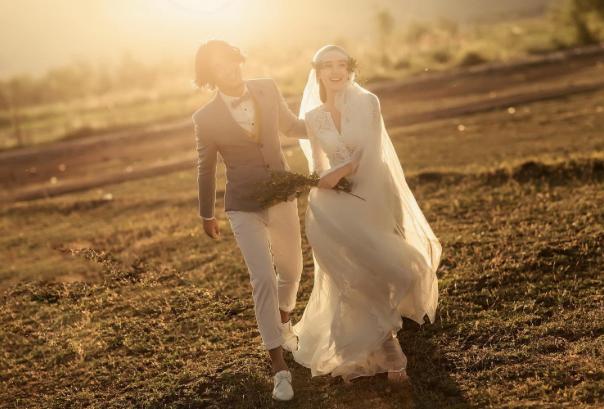 结婚前一个月拍婚纱照赶上吗